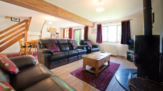 Poughill, UK: Chestnut sleeps 6 + cot in 3 bedrooms & welcomes dogs