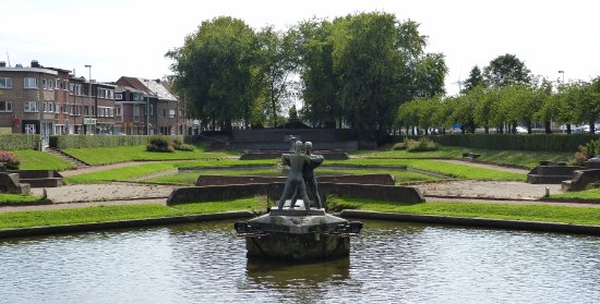 Gemeentelijk Park Boom: KUNSTBEELDEN OP DE FRANSE VIJVERS