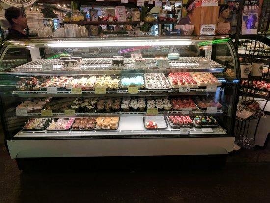 Rick's Bakery: Variety of options!