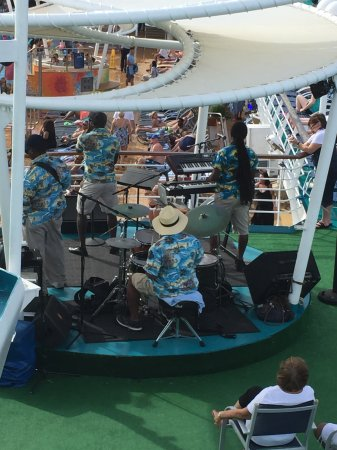 Port Canaveral, FL: Live band on Majesty of the Seas