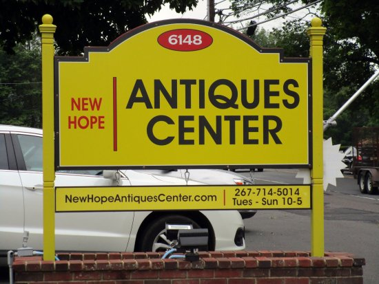 ‪New Hope Antiques Center‬