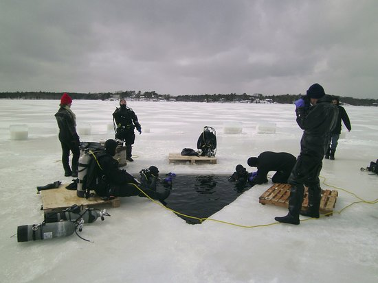 Dartmouth, Kanada: Ice diving