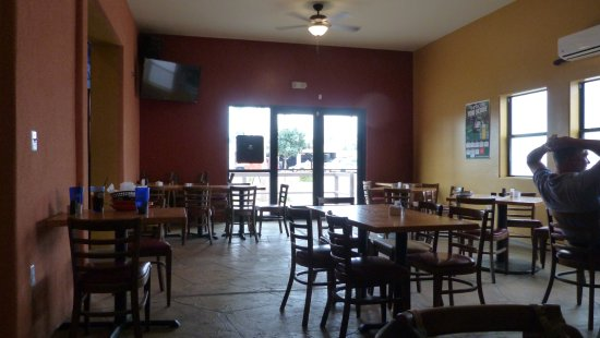 Tolleson, AZ: Try the room adjacent to the bar for a more open environment