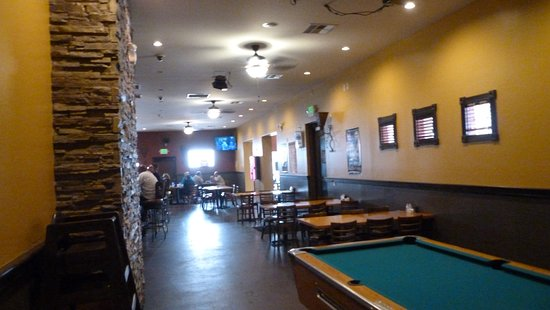 Tolleson, AZ: The bar area is long and somewhat cramped.