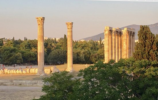 The Athens Gate Hotel: Temple of Zeus at sunset!