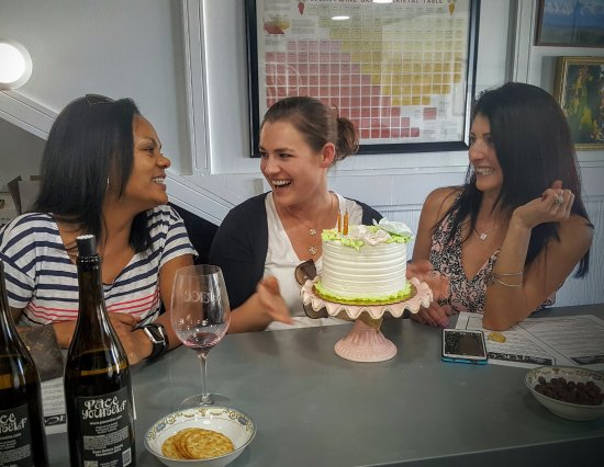 Camarillo, CA: Birthday Celebration (Yes we can get a cake for you!)