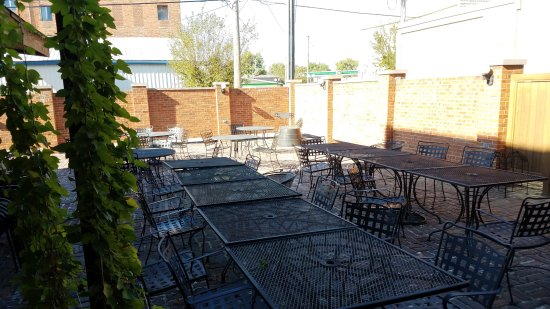 Albia, IA: Patio