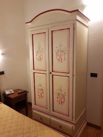 Hotel Vasari Palace: Шкаф платяной