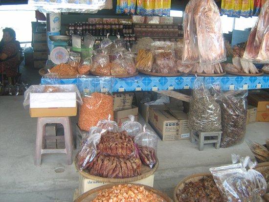 Pattaya Sheep Farm: Торговые ряды на ферме