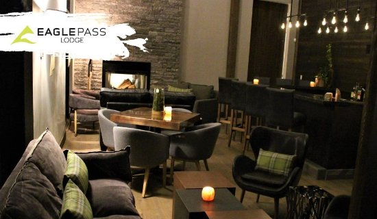 Eagle Pass Lodge: Bar and Lounge