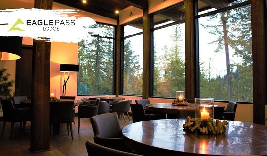 Eagle Pass Lodge: Beatiful mountain views from the dining room.