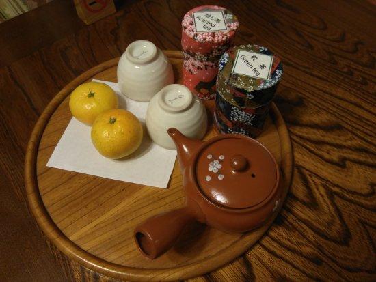 Tounosawa Quatre Saisons: Mandarinas y tés, cortesía del hotel