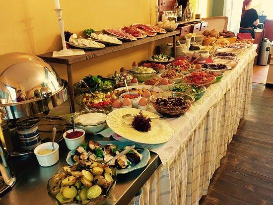 Cafe IM NU: Wochenend- und Feiertagsbuffet