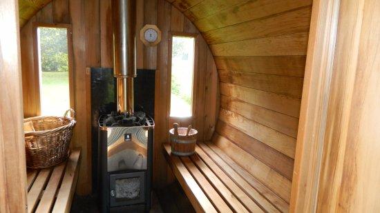 Bed and Breakfast Yuka: Hout gestookte sauna