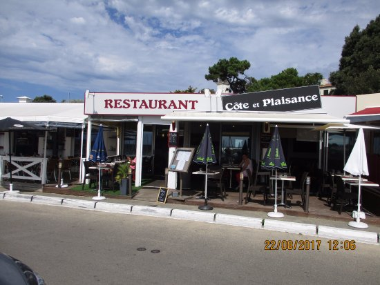 Cote et Plaisance: La façade du restaurant et la terrasse