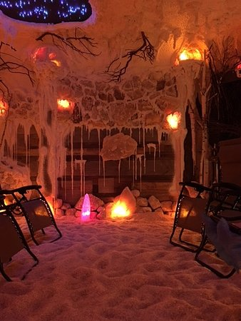 East Amherst, NY: Inside our Healing Salt Cave.  An experience you will feel good about!
