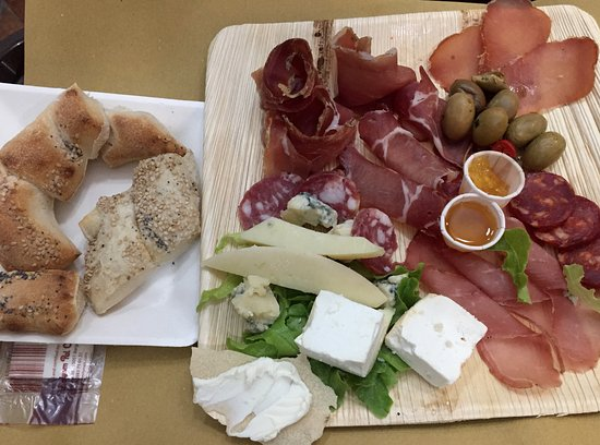 Vianello's Sardinian Street Food: tagliere degustazione