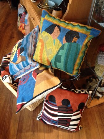 Campbell River, Kanada: colourful cushion covers designed by artist Irene Klar