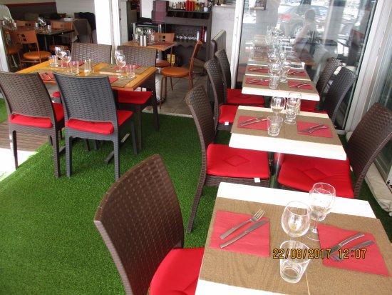 Cote et Plaisance: la salle intérieure du restaurant