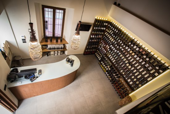 In Vinis Veritas: Vista interna di una delle sale del locale.
