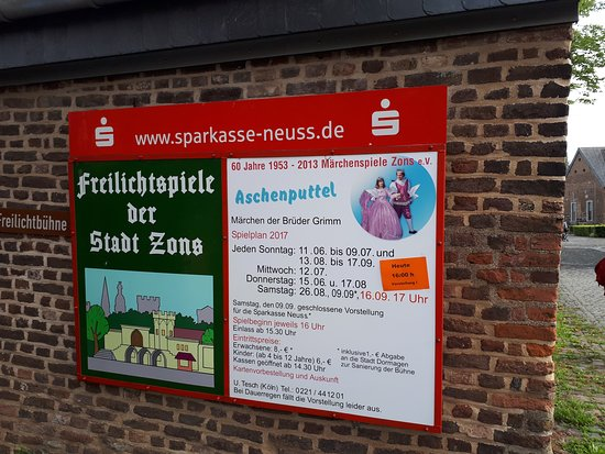 "KreisMuseum Zons: Medieval walled city of Zons. The sign on B57 reads ""Zollfeste Sons."""