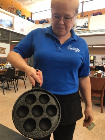 Askov, Μινεσότα: The aebelskiver pan!