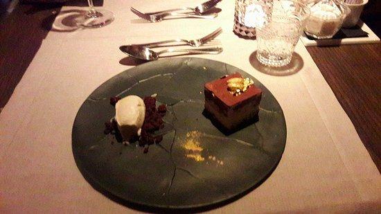 Locale: Dessert of whisker Blue Label
