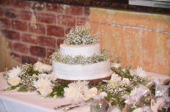 Merrick, NY: Dulce de leche wedding cake!