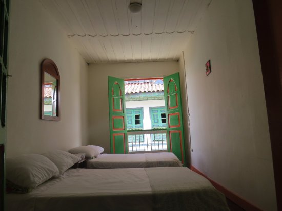 Casa Colonial Hostal: Habitacion cuadruple con balcon