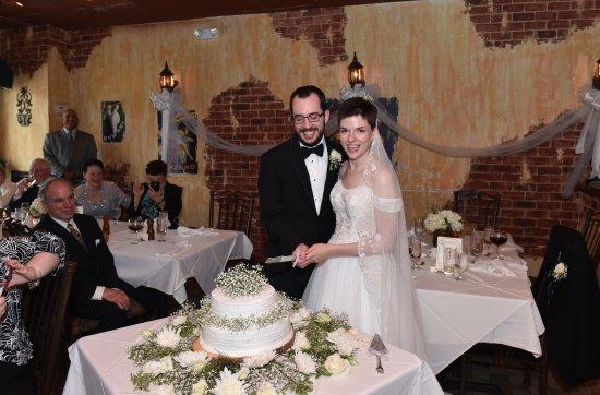 Merrick, NY: Cutting the cake!