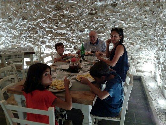 La Cantina: Antipasto misto salumi e formaggi con confettura artigianale; braciola al sugo