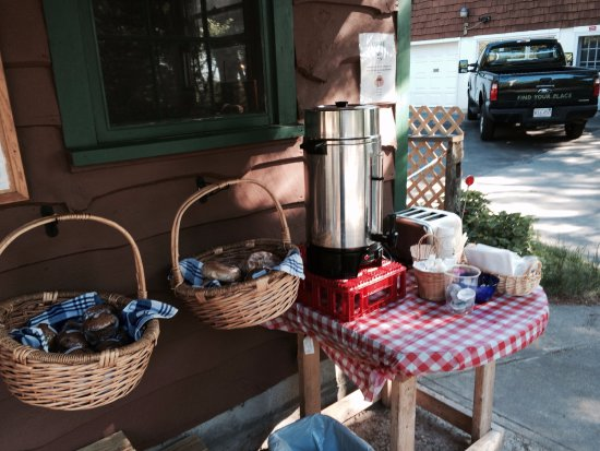 Dunes' Edge Campground: Summer coffee service