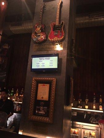 Hard Rock Cafe: bar area