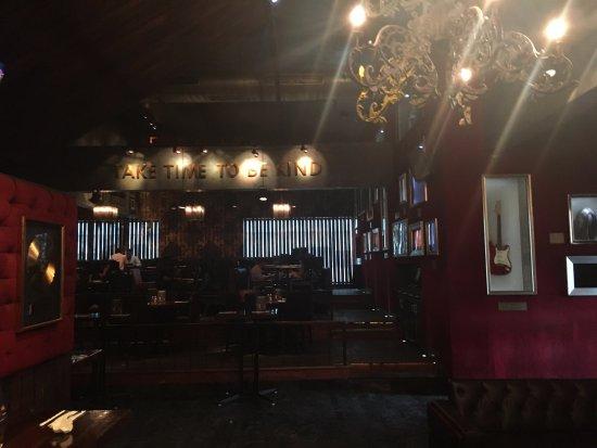 Hard Rock Cafe: dining area