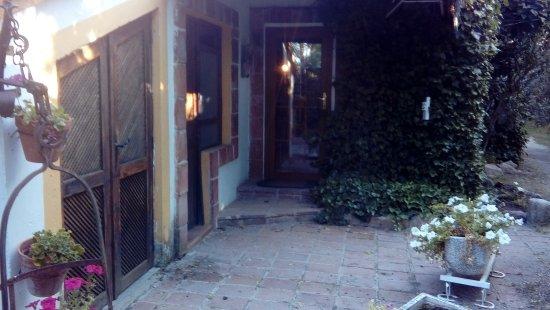 Hacienda Las Cavas: entrada frontal a cava chica
