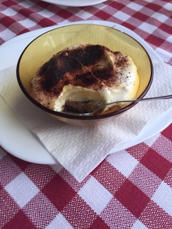 La Forchetta d'Oro: Spagetti / pasta with sea food / Cream brule / tiramisu / Bear / limoncello from chef