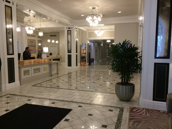 Wyndham Canterbury at San Francisco: This is the marble entry to the hotel