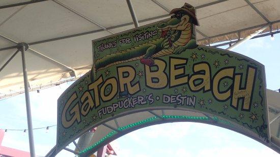 Fudpucker's Beachside Bar & Grill: Thanks for coming sign.....