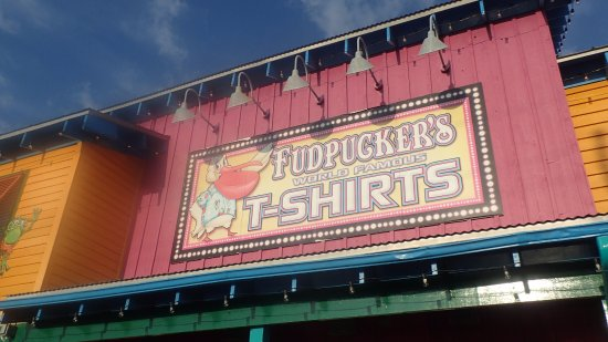 Fudpucker's Beachside Bar & Grill: Sign on building