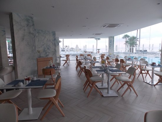 Louis Infinity Blu: Dining area