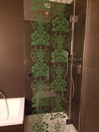 NH Firenze: Vasca e doccia