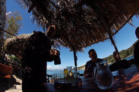 Solta Island, Croatia: W oczekiwaniu na krewetki, najpierw wino