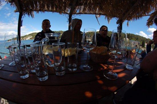 Solta Island, Croatia: Stół dobrze przygotowany do obiadu