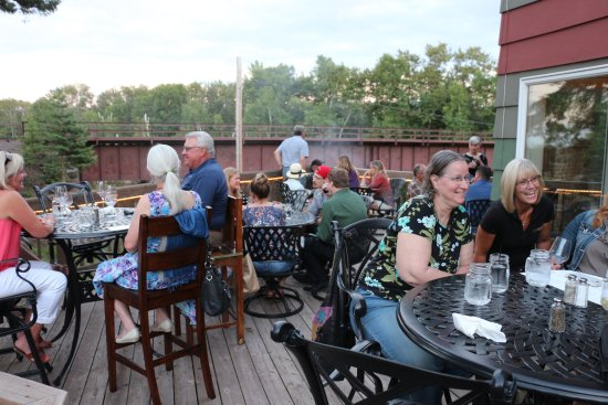 Knife River, MN: Emily's Eatery - Patio