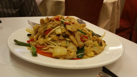 Four Seasons Chinese Restaurant - Bayswater: Malaysian Style Ho Fun (£8.20)