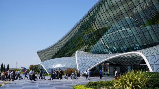 BakuBus: Остановка напротив терминала