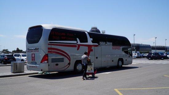 BakuBus: На борту автобуса нарисован самолет - легко узнать!