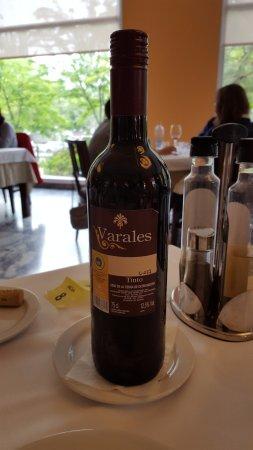 Gran Hotel Alange: Vino tinto incluido en el menú de 18€.