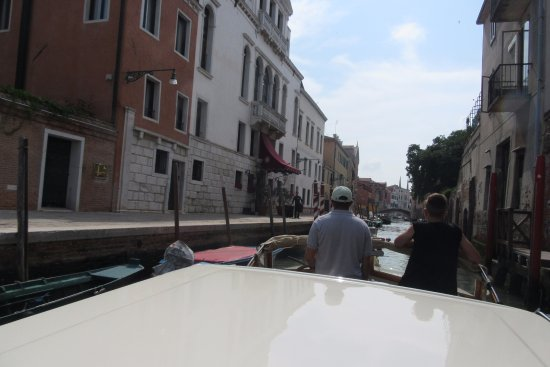 Grand Hotel Dei Dogi: Approaching the hotel by water taxi
