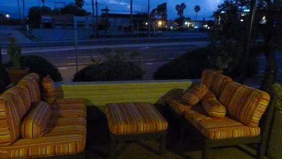Green Valley, AZ: Restful waiting area in the unlikely event they are overbooked.